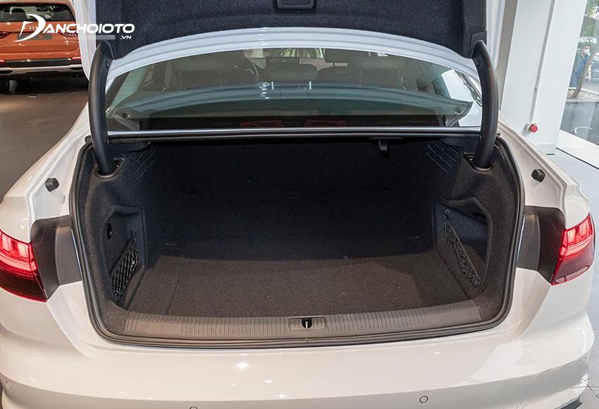 Khoang hành lý của Audi A4 2020 có dung tích 460L