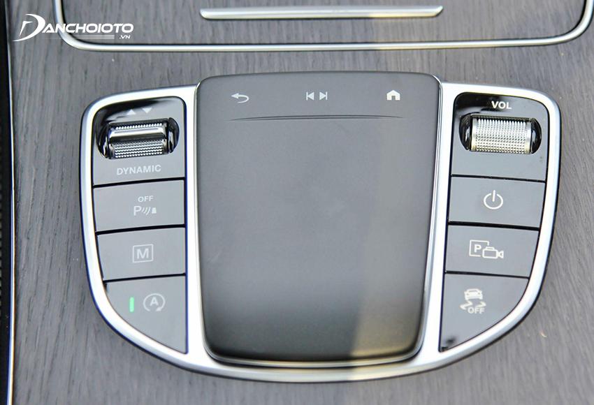 Mercedes GLC 300 2020 cũng có Touchpad mới