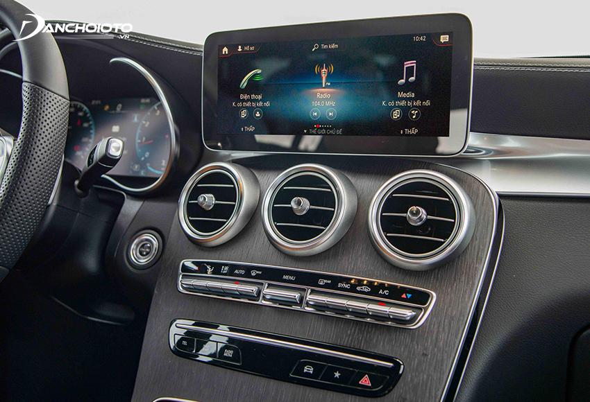 Mercedes GLC 300 2020 được trang bị hệ thống giải trí mới MBUX nổi bật với màn hình trung tâm 12.25 inch cảm ứng