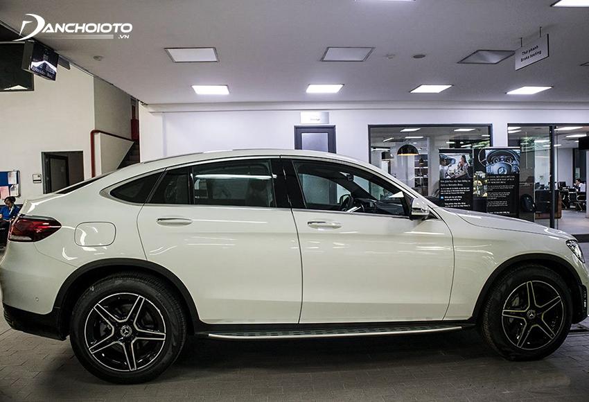 Mercedes GLC 300 Coupe 2020 mui xe đổ dốc mạnh về phía sau
