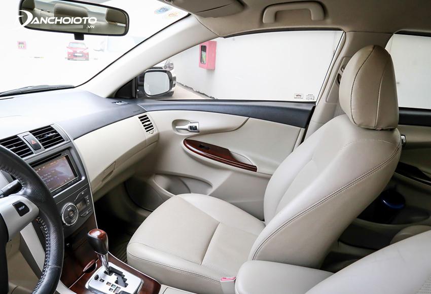 Nội thất Toyota Corolla Altis 2011 cũ