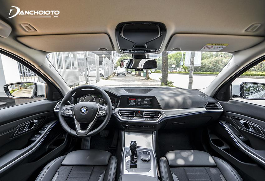 Taplo BMW 320i 2020 được trao chuốt gân guốc hơn, đường nét thiết kế góc cạnh, dứt khoát