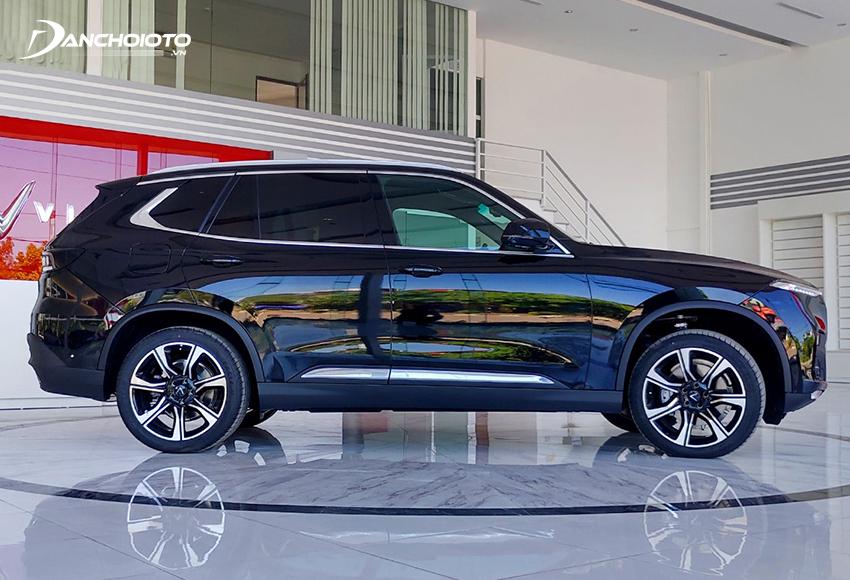 Thân xe VinFast Lux SA2.0 2020 thiết kế khá đơn giản