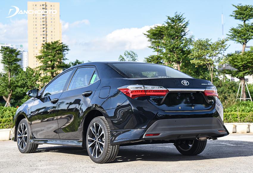 Toyota Corolla Altis 2021 dùng hệ thống treo sau bán phụ thuộc