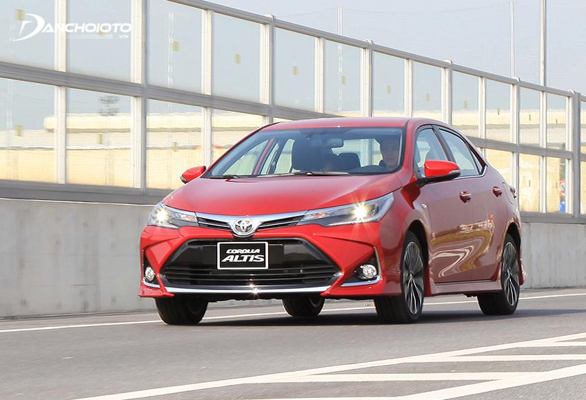 Toyota Corolla Altis vẫn nghiêng về cảm giác lái lành tính, nhẹ nhàng