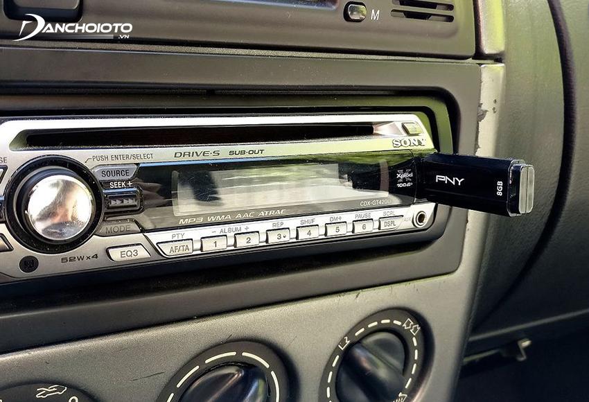 USB oto thường sử dụng để lưu trữ hình ảnh, nhạc, phim ảnh
