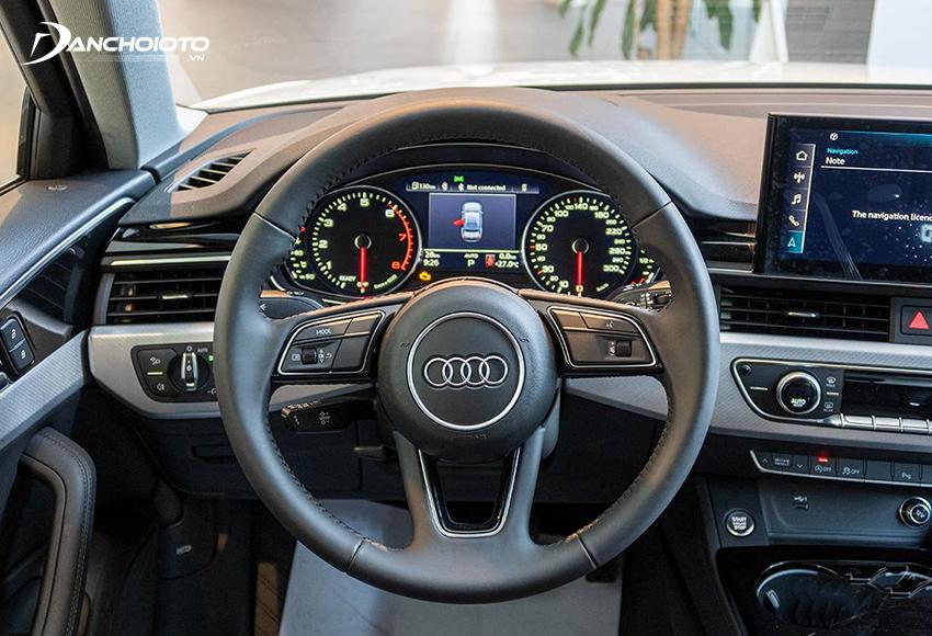 Vô lăng Audi A4 2020 3 chấu bọc da kiểu dáng như trước không được cập nhật mới