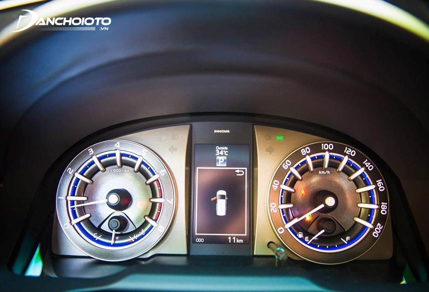 Bảng đồng hồ Innova 2020 có màn hình hiển thị đa thông tin TFT 4.2 inch