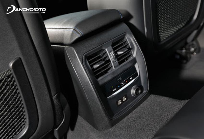 BMW 330i 2020 có cửa gió và bảng điều khiển riêng cho hàng ghế sau