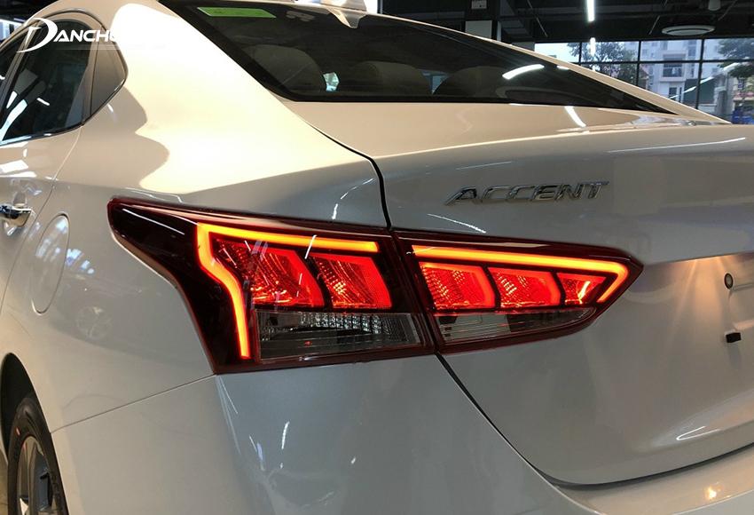 Cụm đèn hậu LED trên Hyundai Accent 2021 được chia khoang nhỏ hơn trước