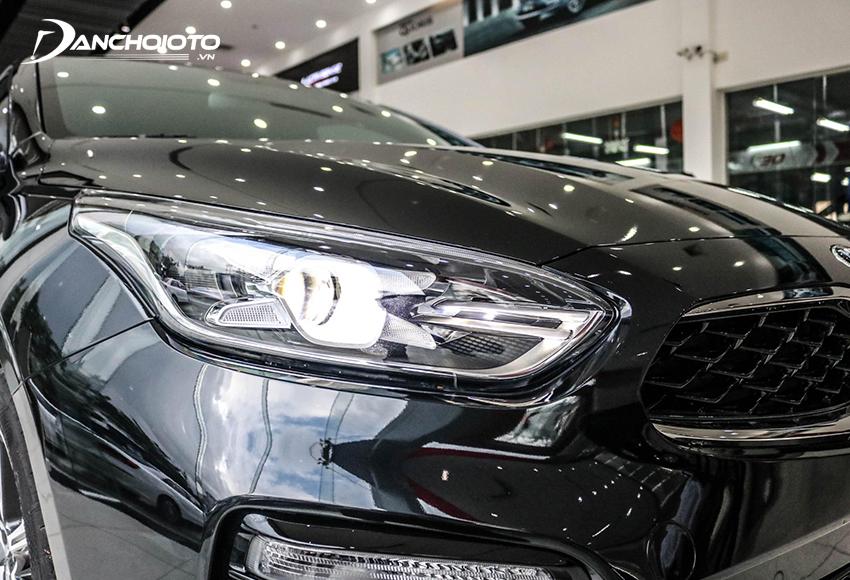 Cụm đèn trước của Kia Cerato 2020 ấn tượng với tạo hình đèn định vị LED hình chữ X