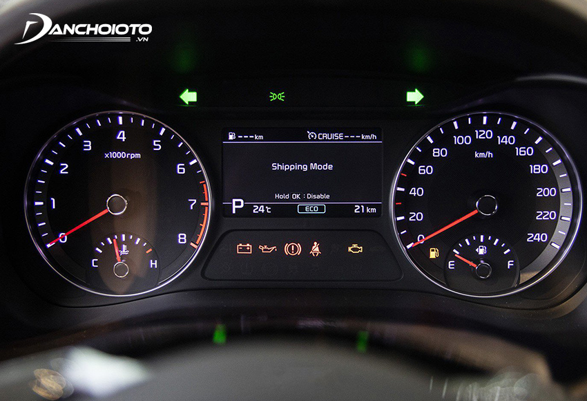 Cụm đồng hồ Kia Cerato 2020 vẫn kiểu mái vòm ống có màn hình hiển thị đa thông tin ở giữa