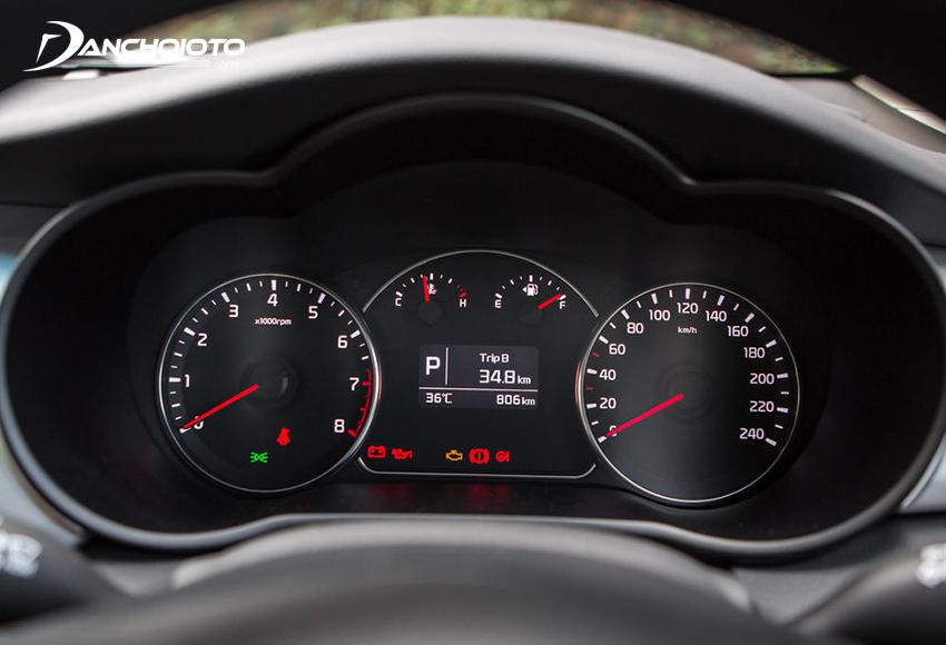 Cụm đồng hồ Rondo có màn hình hiển thị đa thông tin 4.2 inch đặt giữa