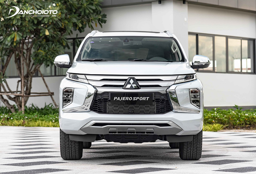 Đầu xe Mitsubishi Pajero Sport 2020 mạnh mẽ với ngôn ngữ thiết kế Dynamic Shield thế hệ thứ 2