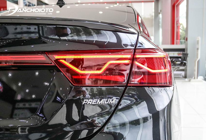 Đèn hậu Kia Cerato 2020 thu hút với các dải LED được tạo dáng gấp khúc rất lạ mắt