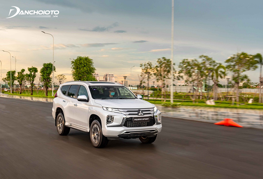 Động cơ trên Mitsubishi Pajero Sport 2020 được tinh chỉnh với tỷ số nén hạ thấp giúp giảm độ rung động cơ, tăng công suất đồng thời tối ưu mức tiết kiệm nhiên liệu