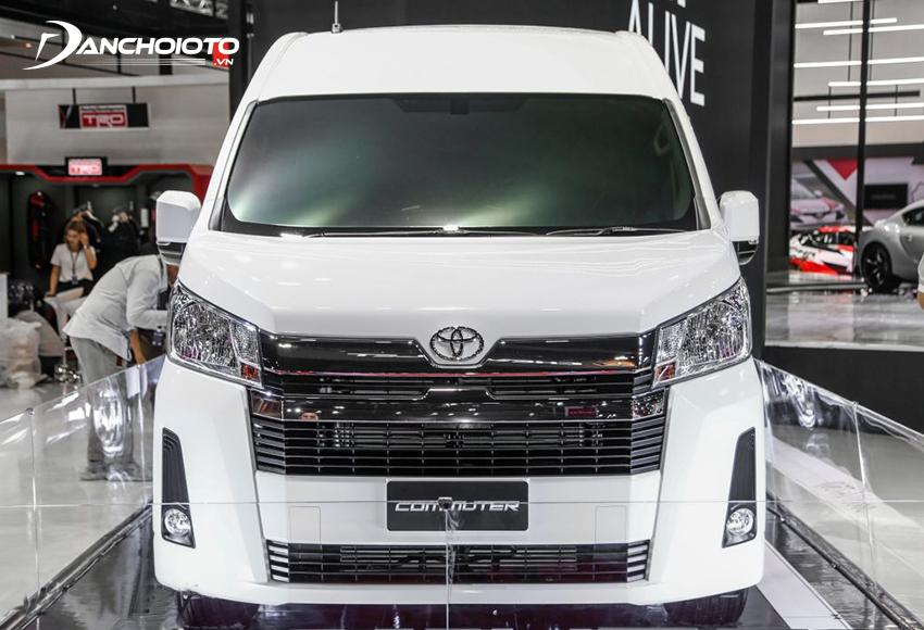 Giá xe Toyota Hiace 1.176 triệu đồng