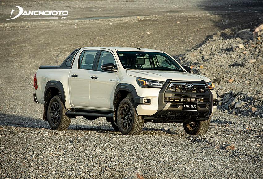 Giá xe Toyota Hilux từ 628 – 913 triệu đồng