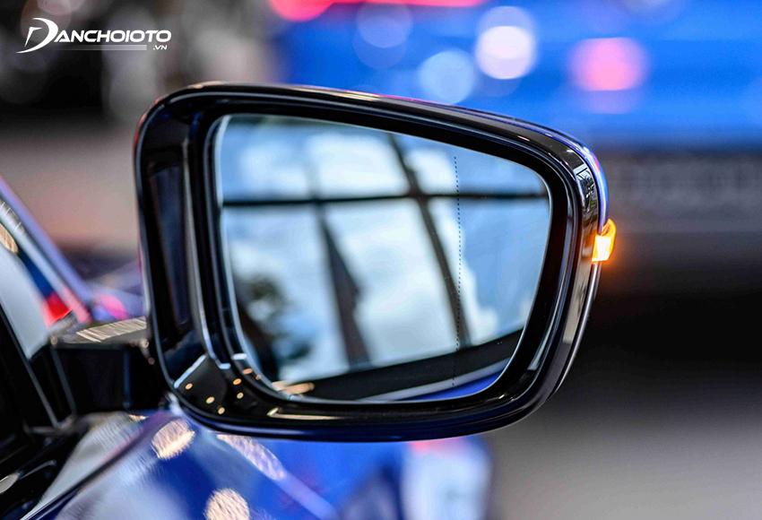 Gương chiếu hậu BMW 330i M Sport 2020 tích hợp đầy đủ tính năng