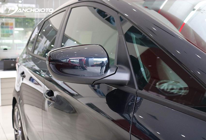Gương chiếu hậu Rondo 2020 tích hợp đầy đủ các tính năng chỉnh điện, gập điện