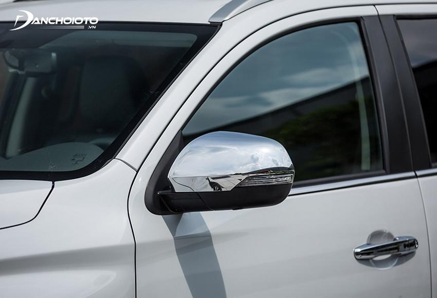 Gương xe Pajero Sport 2020 có đầy đủ các tính năng