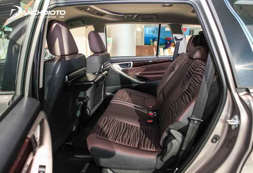 Hàng ghế thứ 2 Toyota Innova rộng rãi