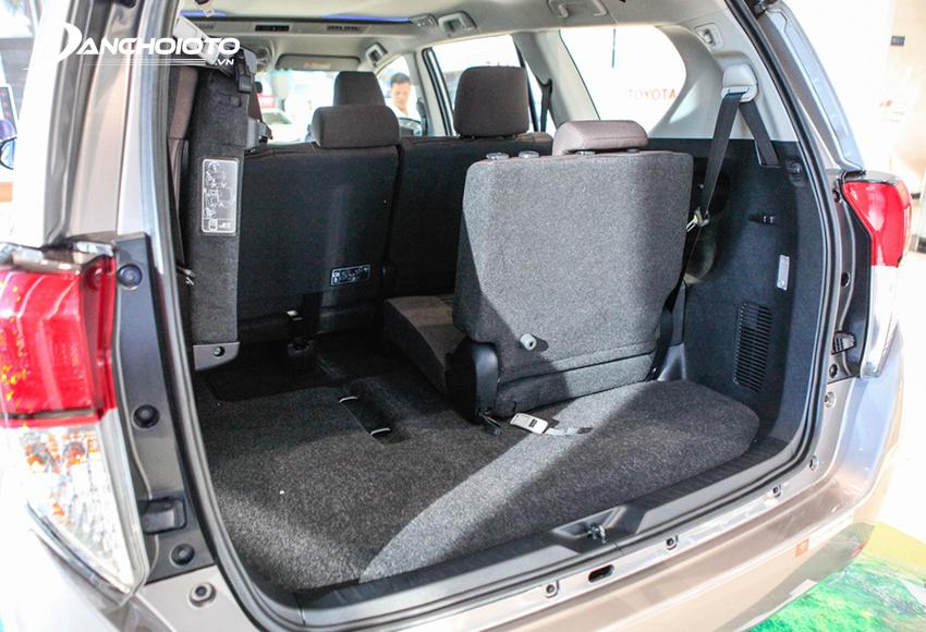 Hàng ghế thứ 3 Innova rộng hơn so với các xe cùng phân khúc, gập tỷ lệ 5:5