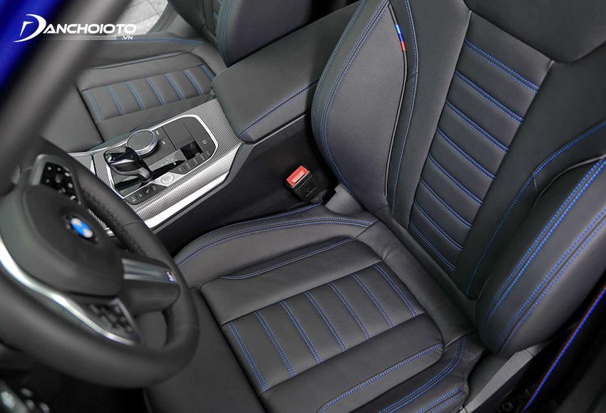 Hàng ghế trước BMW 330i M Sport 2020 thiết kế theo phong cách thể thao