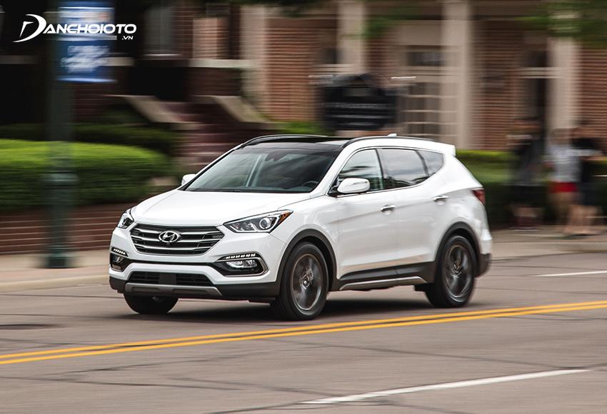 Hầu hết người dùng đánh giá Hyundai SantaFe cũ cao ở khả năng vận hành đằm chắc, êm ái và độ ổn định cao