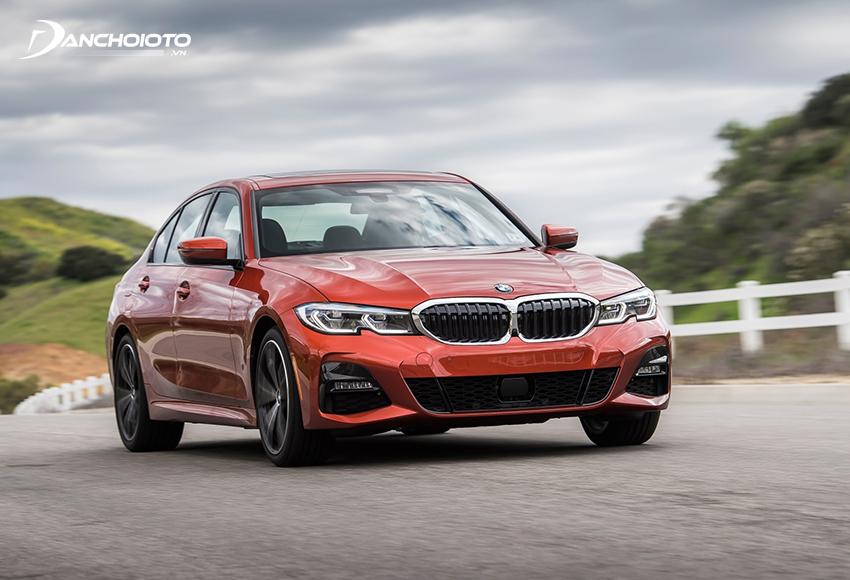Hệ thống lái BMW 330i M Sport kiểu biến thiên thể thao cho phản ứng nhanh, gãy gọn