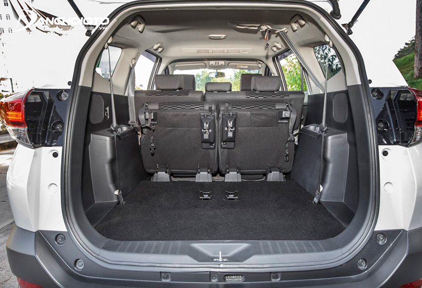 Khoang hành lý của Toyota Rush khá khiêm tốn