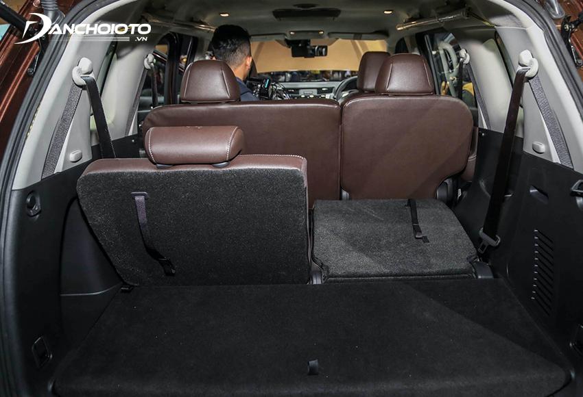 Khoang hành lý Nissan Terra 2020 ở mức đủ dùng