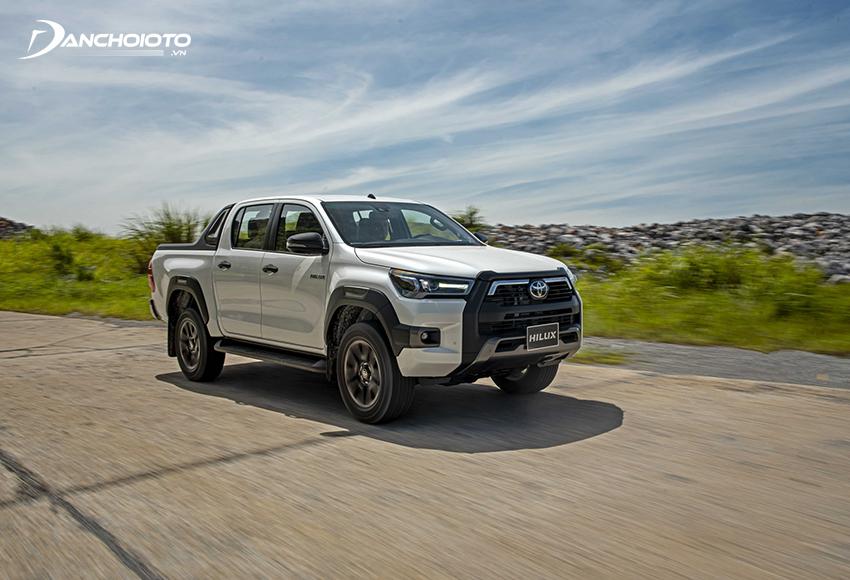Khối động cơ 2.8L trên Toyota Hilux 2021 hiện được đánh giá mạnh mẽ hàng đầu phân khúc