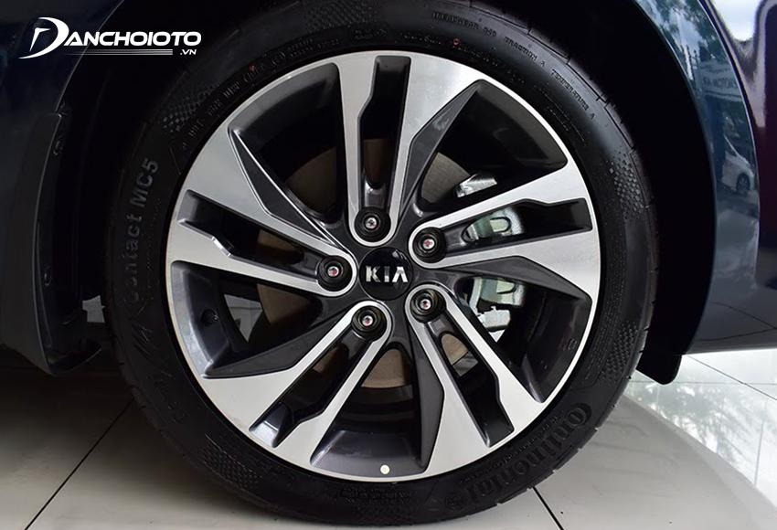 Kia Rondo 2020 sử dụng lazang hợp kim 17 inch