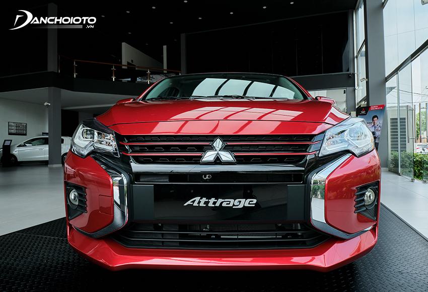 Lưới tản nhiệt Mitsubishi Attrage 2020 nổi bật với tạo hình chữ X sơn đen, bản Attrage CVT có thêm viền đỏ nổi bật