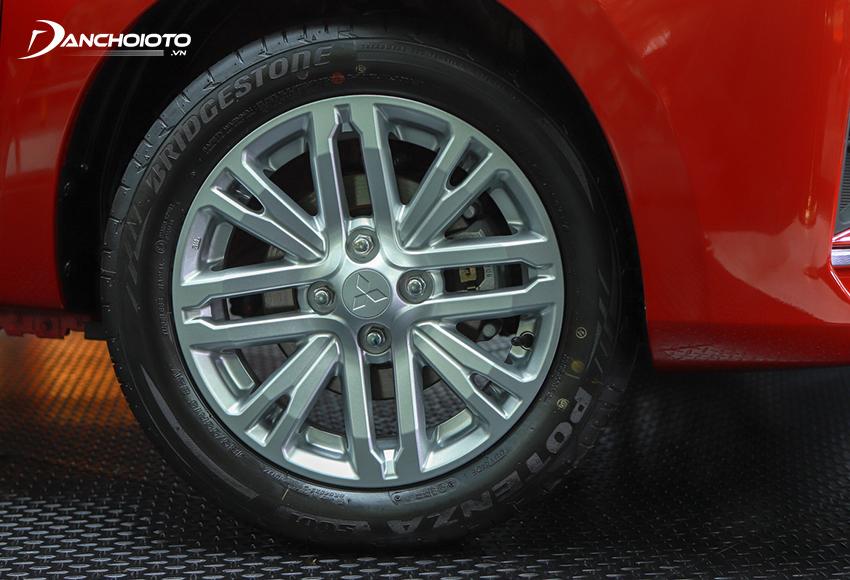 Mitsubishi Attrage 2020 sử dụng mâm hợp kim 15 inch với kiểu dáng 8 chấu mới khá thể thao