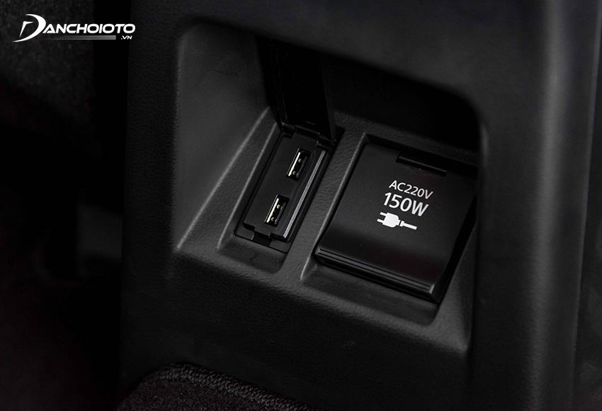 Mitsubishi Pajero Sport 2020 có cả ổ điện 220V – 150W rất tiện lợi
