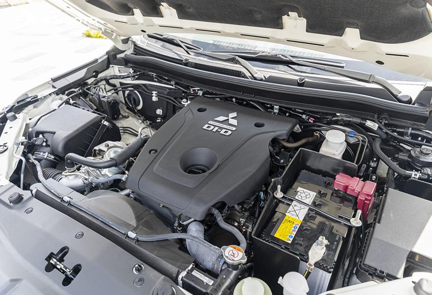 Mitsubishi Pajero Sport 2020 vẫn sử dụng động cơ dầu 2.4L MIVEC như trước nhưng có sự cải tiến mới