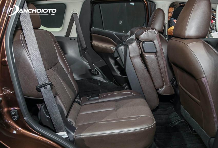 Một điểm rất hay là Nissan Terra 2020 có tính năng gập hàng ghế thứ 2 một chạm thông qua nút điều khiển đặt ở khu vực ghế lái