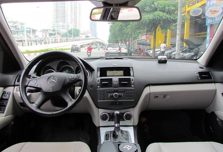 Nội thất Mercedes C200 2010 cũ