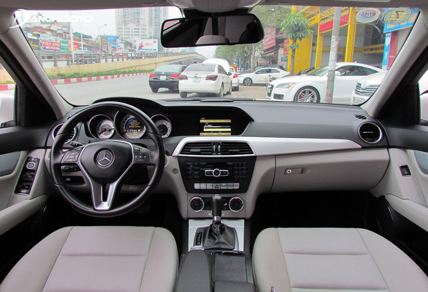 Nội thất Mercedes C200 2012 cũ