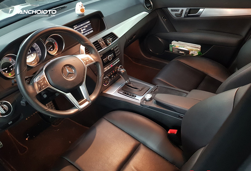 Nội thất Mercedes C300 2010 cũ