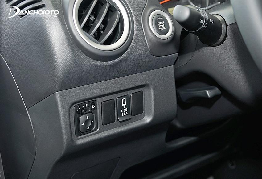 Ổ cắm USB và nút bấm khởi động xe Mitsubishi Attrage 2020 đặt ở bên trái vô lăng