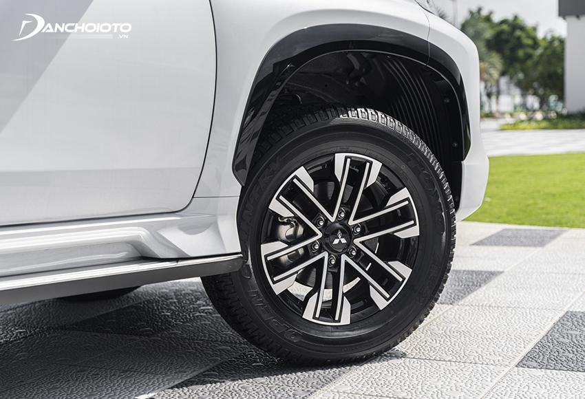 Pajero Sport facelift 2020 vẫn dùng mâm kích thước 18 inch nhưng kiểu dáng 6 chấu hoàn toàn mới