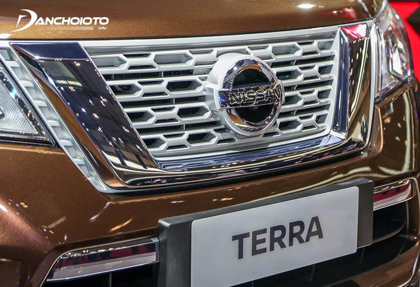 Phần đầu Nissan Terra 2020 sở hữu bộ lưới tản nhiệt 3D V-Motion nam tính
