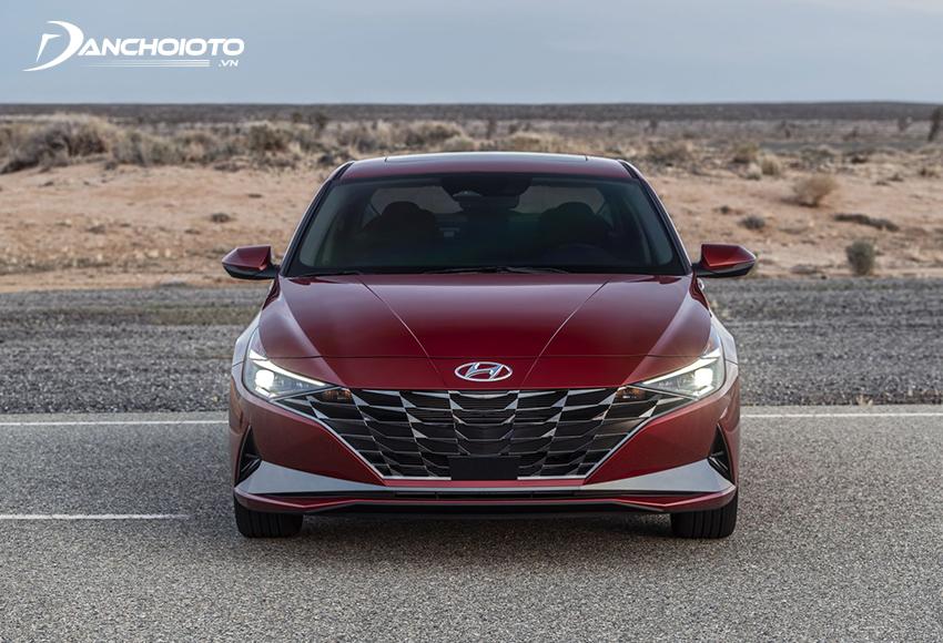 So sánh Kia Cerato và Elantra, mẫu xe của Hyundai có phong cách hiện đại, thanh lịch