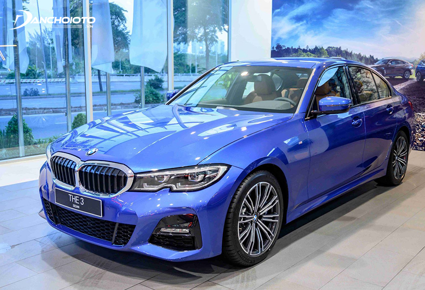 Thân xe BMW 330i M Sport 2020 mang đậm chất thể thao với những đường dập gân guốc