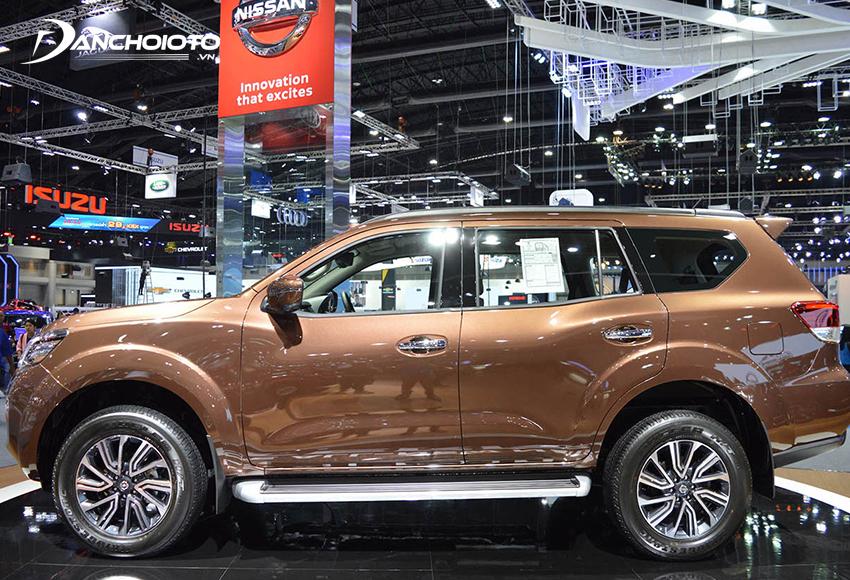 Thân xe Nissan Terra 2020 cho cảm giác rất dài và bề thế
