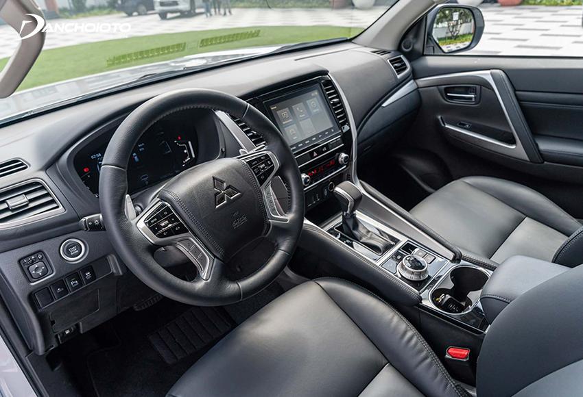 Thiết kế taplo Mitsubishi Pajero Sport 2020 tiếp tục duy trì những đường nét như trước