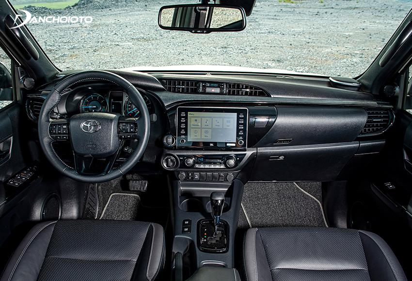Thiết kế taplo và ốp cửa Toyota Hilux 2021 gần như không thay đổi